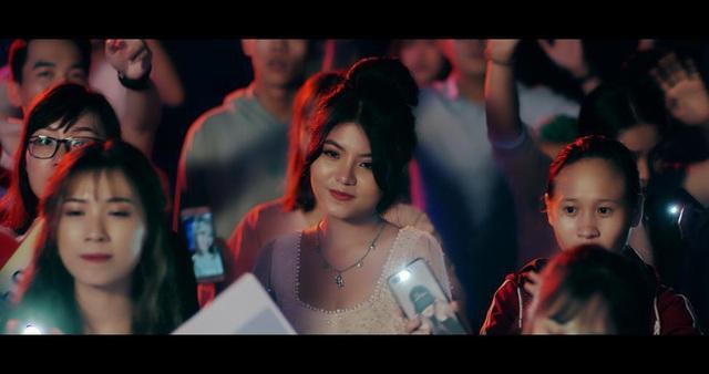 """Tình Kiếm 3D cùng Trịnh Đình Quang viết lên câu chuyện tình đẹp trong MV """"Không Thể Là Một Ai Khác"""" - Ảnh 8."""