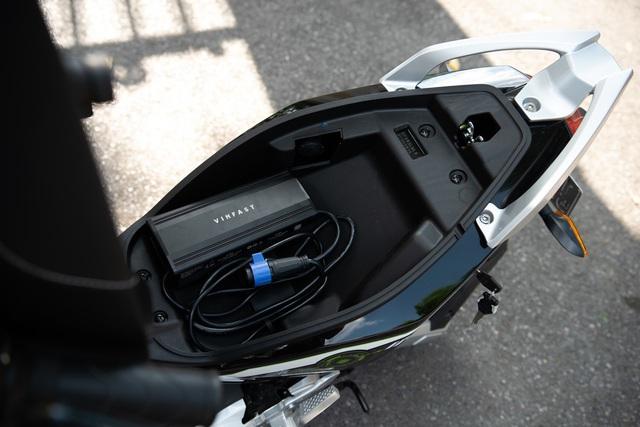 VinFast Impes – Xe máy điện gây 'nghiện' cho giới trẻ - Ảnh 3.