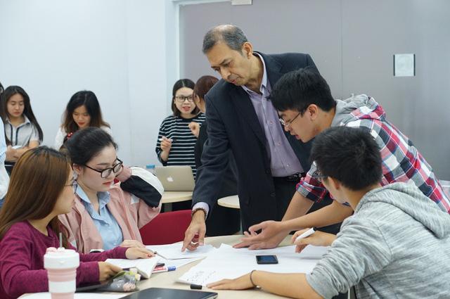 TS. Lý Quí Trung: Đừng bi quan với du học trong đại dịch - Ảnh 1.