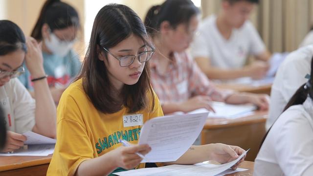Nguyên nhân nào khiến nhiều học sinh lớp 12 đắn đo khi đăng kí nguyện vọng xét tuyển Cao Đẳng - Đại Học? - ảnh 1
