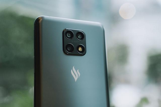 Cộng đồng Quốc tế hào hứng với điện thoại Vsmart Aris 5G Make in Vietnam - Ảnh 1.