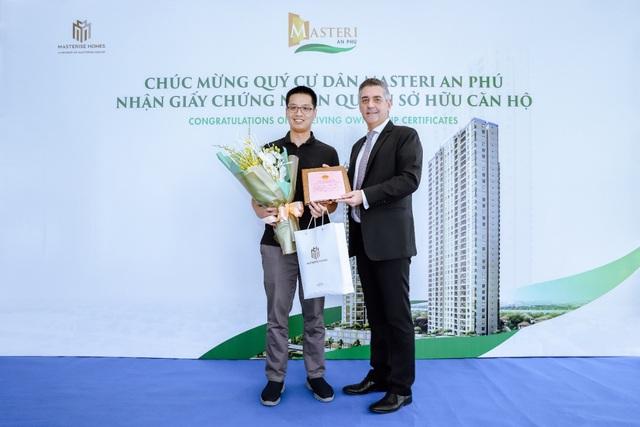 Masterise Homes chính thức bàn giao sổ hồng cho cư dân Masteri An Phú & M-One Nam Sài Gòn - Ảnh 1.