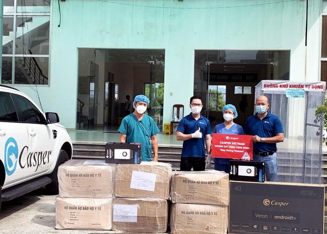 """Casper Vietnam trao tặng hơn 1.000 bộ đồ bảo hộ y tế """"tiếp lửa"""" y bác sĩ Đà Nẵng chống dịch - Ảnh 1."""