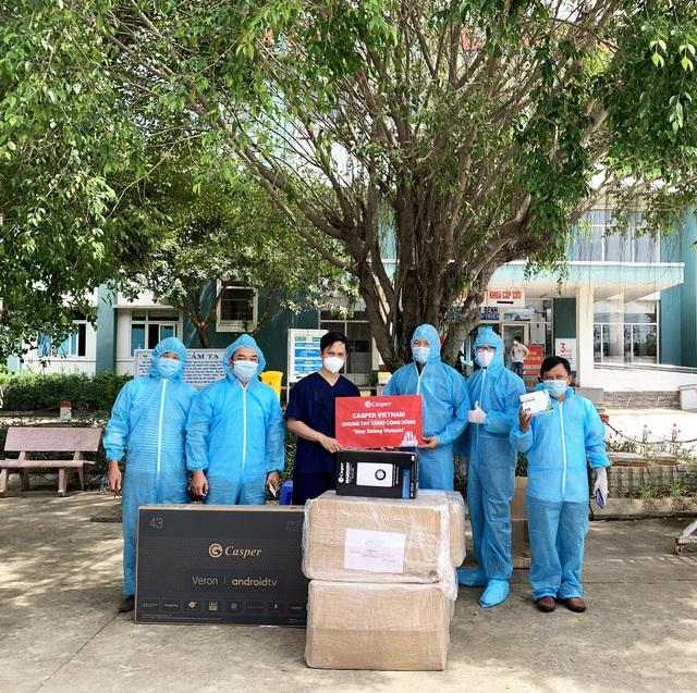 """Casper Vietnam trao tặng hơn 1.000 bộ đồ bảo hộ y tế """"tiếp lửa"""" y bác sĩ Đà Nẵng chống dịch - Ảnh 2."""