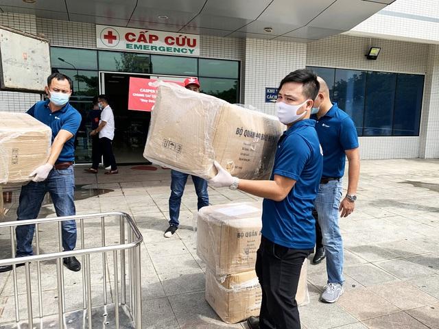 """Casper Vietnam trao tặng hơn 1.000 bộ đồ bảo hộ y tế """"tiếp lửa"""" y bác sĩ Đà Nẵng chống dịch - Ảnh 4."""