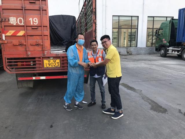 Lạng Sơn triển khai thí điểm bảo hiểm bắt buộc TNDS cho chủ xe Trung Quốc tại cửa khẩu Hữu Nghị - Ảnh 1.