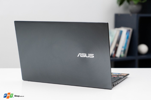 FPT Shop mở bán ASUS ZenBook (UM425), laptop CPU AMD 14inch mỏng nhất thế giới - Ảnh 1.