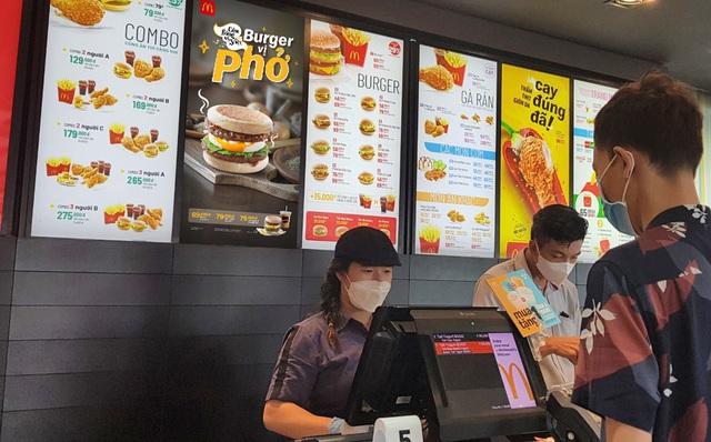 Burger vị Phở - Sự kết hợp độc đáo từ McDonald's - Ảnh 2.