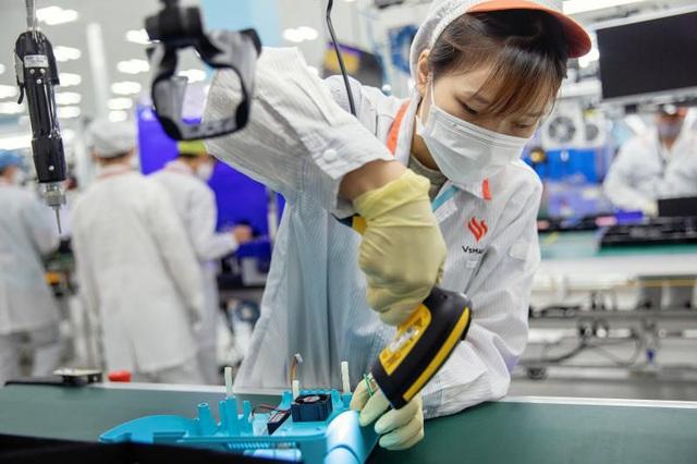 Truyền thông Quốc tế dồn dập đăng tải hình ảnh máy thở của Vingroup - Ảnh 2.