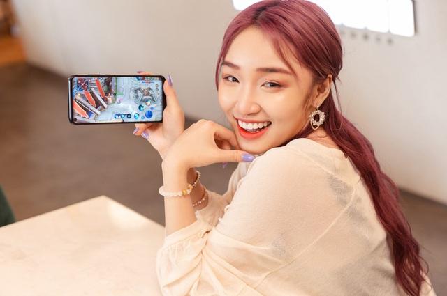 Đi tìm chân dung chiếc smartphone giá dưới 4,5 triệu khiến streamer Hoa Nhật Huỳnh mê tít - Ảnh 2.