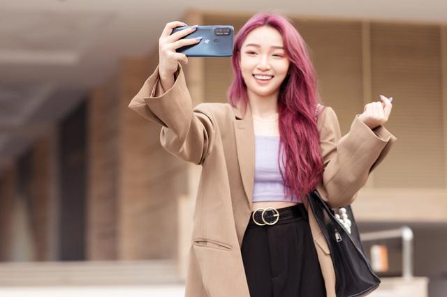 Đi tìm chân dung chiếc smartphone giá dưới 4,5 triệu khiến streamer Hoa Nhật Huỳnh mê tít - Ảnh 4.