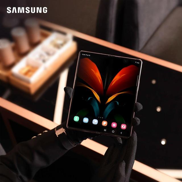 Giới trẻ thời thượng thể hiện đẳng cấp bản thân với smartphone màn hình gập Galaxy Z Fold2 của Samsung - ảnh 1