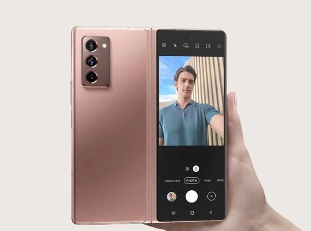 Giới trẻ thời thượng thể hiện đẳng cấp bản thân với smartphone màn hình gập Galaxy Z Fold2 của Samsung - ảnh 3