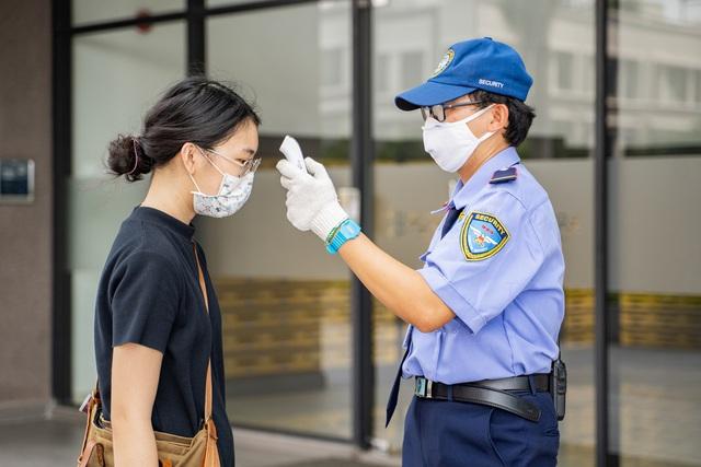 Những con người thầm lặng góp phần phòng chống dịch ở khu đô thị Mizuki Park - Ảnh 3.