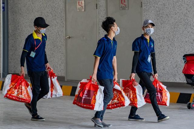 Những con người thầm lặng góp phần phòng chống dịch ở khu đô thị Mizuki Park - Ảnh 7.