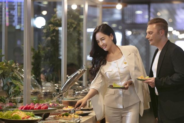 Cùng hoa hậu Mai Phương Thúy và ca sĩ Kyo York tận hưởng dịch vụ sang, xịn, mịn của Vietjet - Ảnh 3.