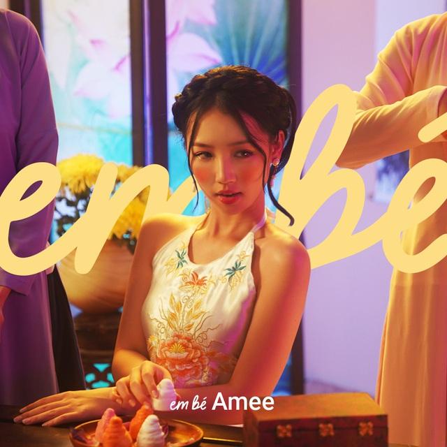 """Làm """"em bé"""" của Karik trong MV mới, Amee ngọt ngào """"tung hint"""" cho cánh chị em: Bí quyết trở thành em bé trong mắt người thương trong bất kỳ thời kỳ nào - ảnh 4"""