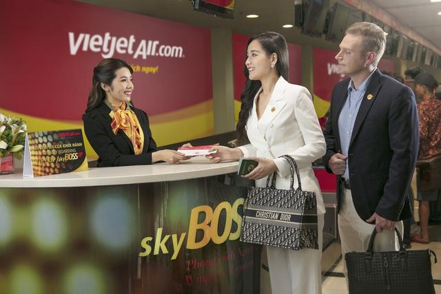 Cùng hoa hậu Mai Phương Thúy và ca sĩ Kyo York tận hưởng dịch vụ sang, xịn, mịn của Vietjet - Ảnh 1.