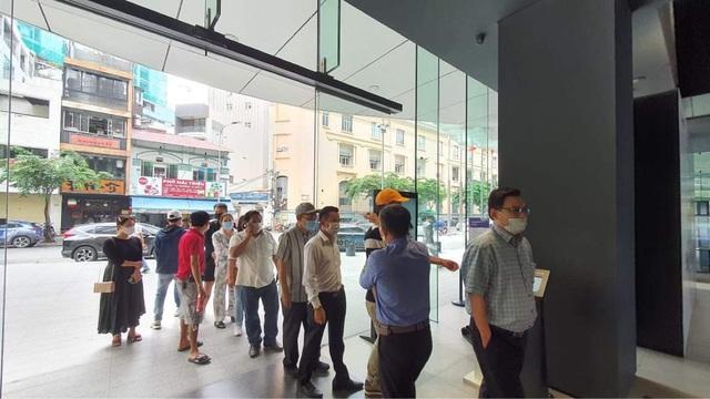 Giá siêu sang, Galaxy Z Fold2 vẫn bán siêu chạy ở Việt Nam trong 15 ngày: Hết veo 1000 máy - Ảnh 1.