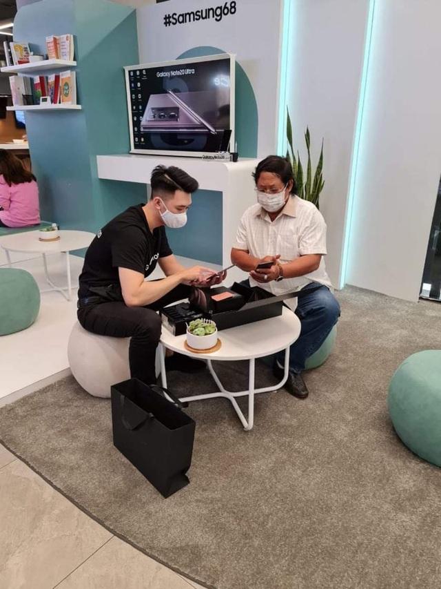 Giá siêu sang, Galaxy Z Fold2 vẫn bán siêu chạy ở Việt Nam trong 15 ngày: Hết veo 1000 máy - Ảnh 5.