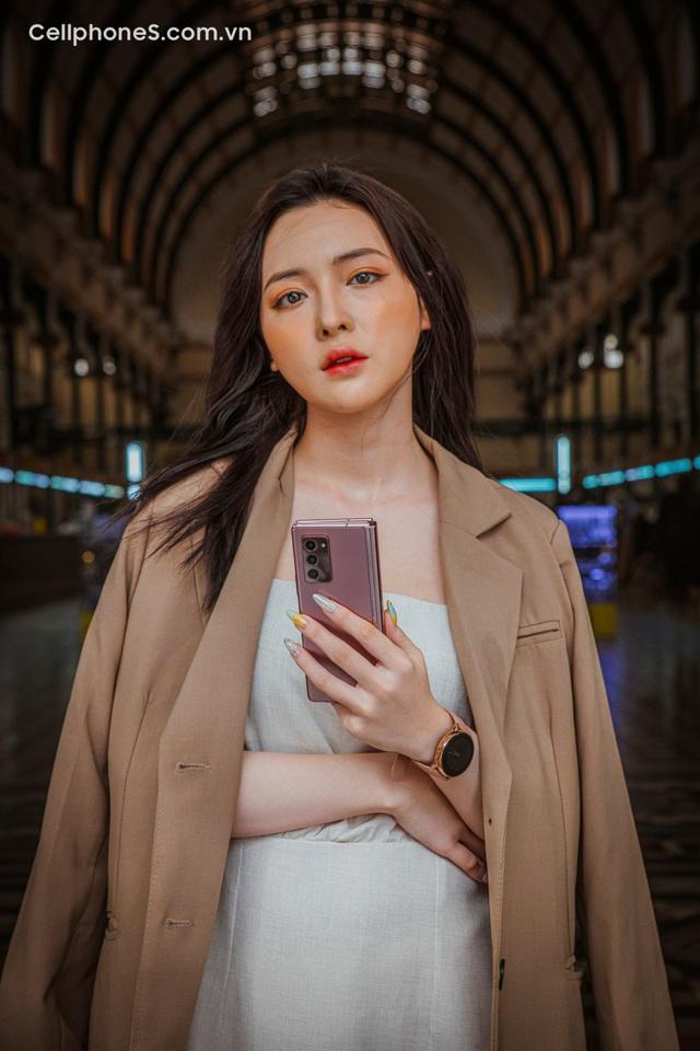Galaxy Z Fold 2 mở bán tại CellphoneS, lập kỉ lục smartphone màn hình gập bán chạy nhất - Ảnh 1.