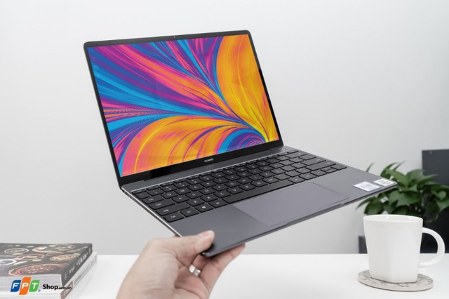 Nhận ngay loa bluetooth gần 7 triệu khi đặt trước Huawei MateBook 13 tại FPT Shop - Ảnh 1.
