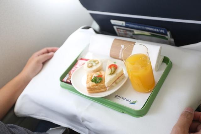 Cận cảnh trải nghiệm dịch vụ Thương gia trên đường bay tới Côn Đảo - Ảnh 5.