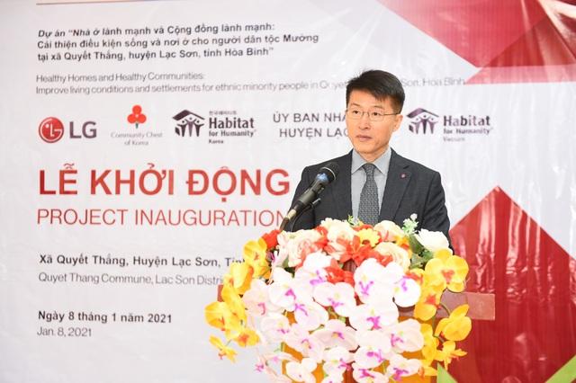 LG tặng hơn 2 tỷ đồng cải thiện nơi ở cho dân tộc Mường - Ảnh 3.