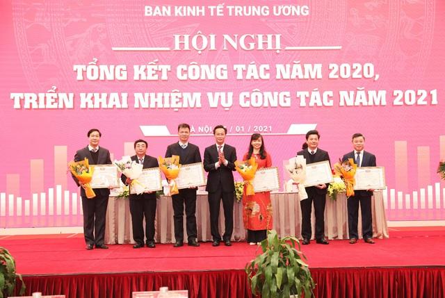 Ban kinh tế Trung ương: Tổng kết công tác năm 2020 và triển khai nhiệm vụ mới - Ảnh 2.