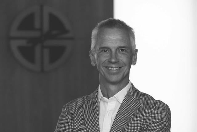 Hutch Hutchison - Cựu giám đốc thiết kế của Vertu nói gì về quan điểm thiết kế và hàng hiệu ngày nay? - Ảnh 2.