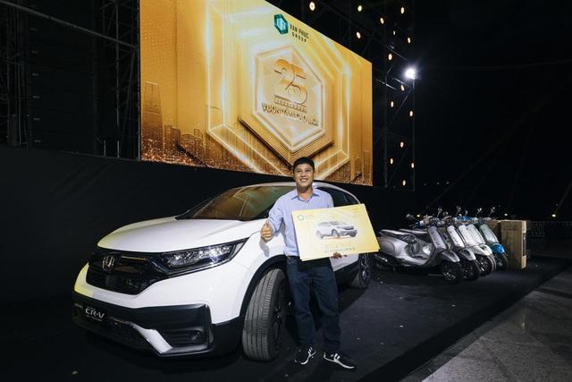 Trúng thưởng Mercedes, Honda CRV trong sự kiện 25 năm thành lập Van Phuc Group - Ảnh 3.