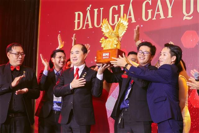 CEO Đinh Lâm Tới – Từ cậu bé nghèo đến Founder chuỗi showroom đồ đồng mạ vàng King Gold Art - Ảnh 3.
