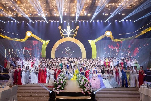 Toàn cảnh Đêm tiệc Nữ Vương hoành tráng và Sự lan tỏa sứ mệnh làm đẹp của Huyền Phi Cosmetics - Ảnh 2.