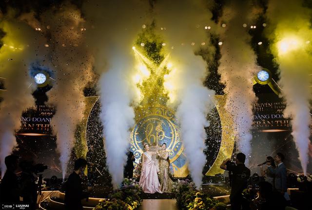 Toàn cảnh Đêm tiệc Nữ Vương hoành tráng và Sự lan tỏa sứ mệnh làm đẹp của Huyền Phi Cosmetics - Ảnh 3.
