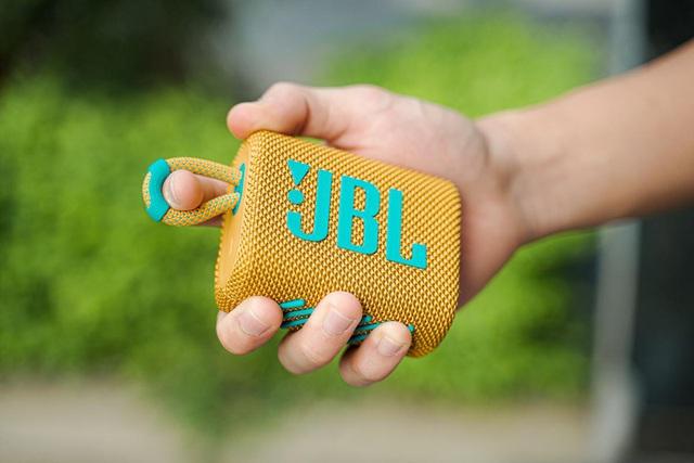 """Trải nghiệm JBL GO 3: Âm thanh Pro Sound trong thân hình """"tắc kè hoa"""" bé xíu, chống nước IP67 để """"quẩy"""" mọi nơi - Ảnh 6."""