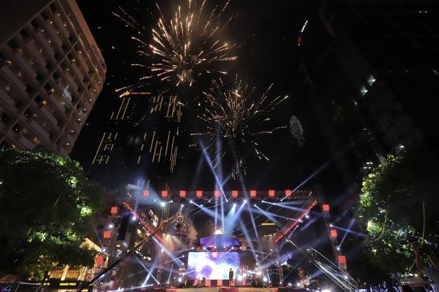 """Nhìn lại khoảnh khắc loạt nghệ sĩ tên tuổi khiến khán giả """"bùng nổ"""" tại đêm nhạc Countdown chào 2021 - Ảnh 9."""