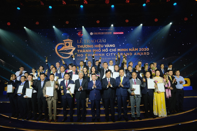 """BenThanh Tourist nhận giải thưởng """"Thương Hiệu Vàng"""" UBND TP.HCM trao tặng - Ảnh 1."""