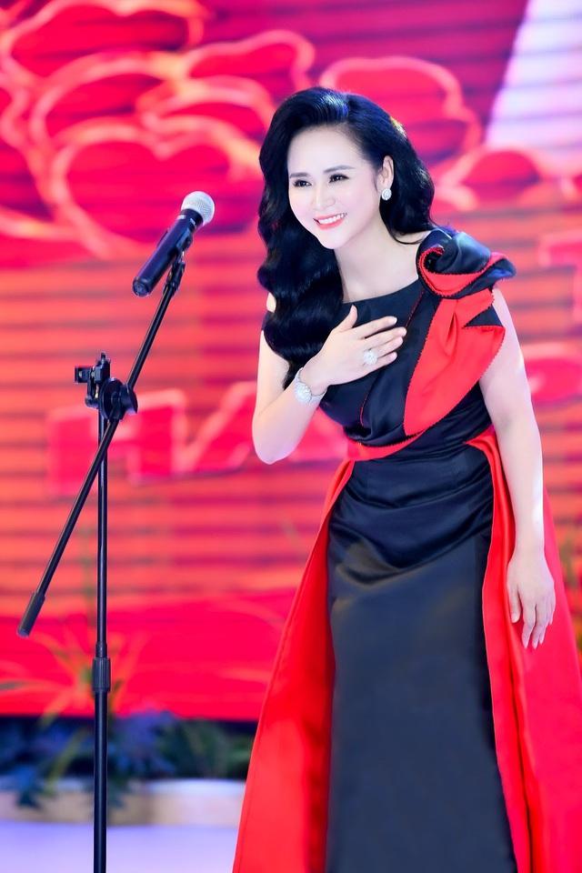 Chân dung Bùi Thanh Hương - Chủ tịch Happy Women - Trưởng ban tổ chức Táo quân 2021 - Ảnh 3.