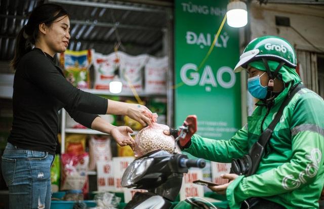 Hà Nội: Chủ sạp chợ Thành Công háo hức bán hàng Tết qua GrabMart - Ảnh 4.