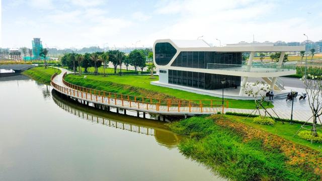 Hơn 350 tỷ đồng hoàn thiện 5ha công viên và tuyến phố đi bộ tại Vạn Phúc City - Ảnh 2.
