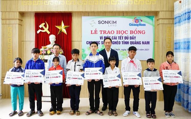 SonKim Land trao học bổng vì một cái tết đủ đầy cho học sinh nghèo tỉnh Quảng Nam - Ảnh 1.