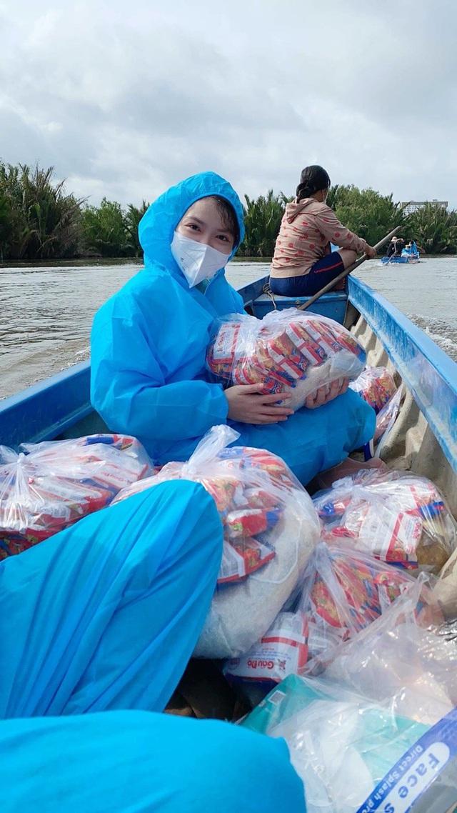 NS BlueScope Việt Nam cùng Phương Nam Panel trao túi thuốc miễn phí cho F0 - Ảnh 1.