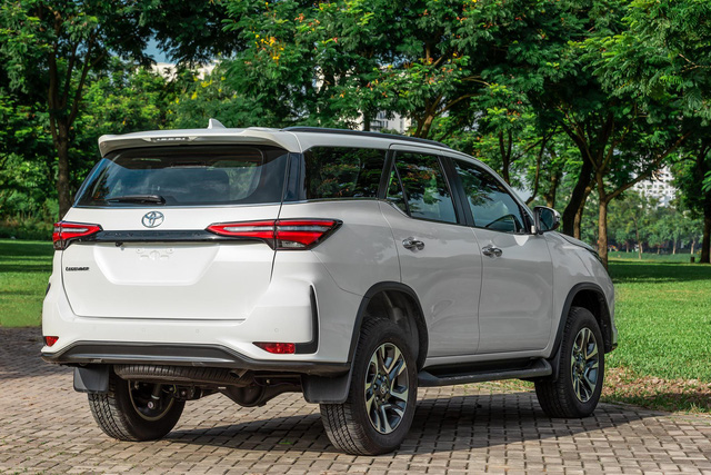 Toyota Fortuner Legender, lựa chọn phong cách cho doanh nhân trẻ - Ảnh 2.