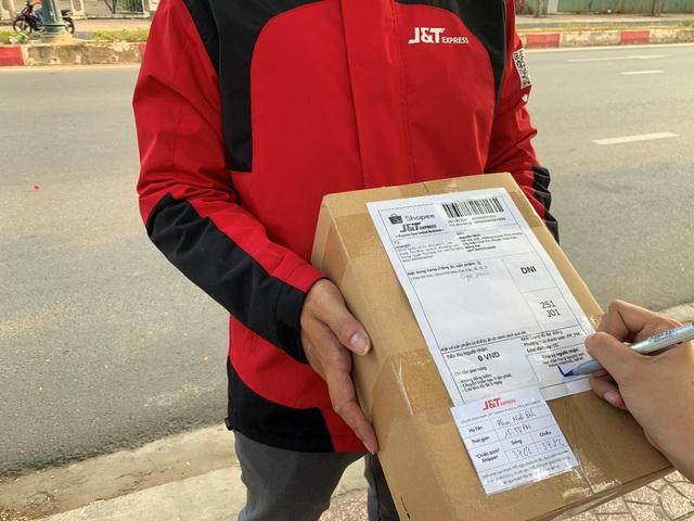 Shipper J&T Express đảm bảo an toàn, an tâm cho người dùng khi vận chuyển hàng hóa - Ảnh 1.
