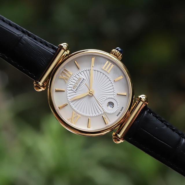 Top những mẫu đồng hồ nữ đẹp nhất dành cho các nàng ngày 20/10 - Ảnh 3.