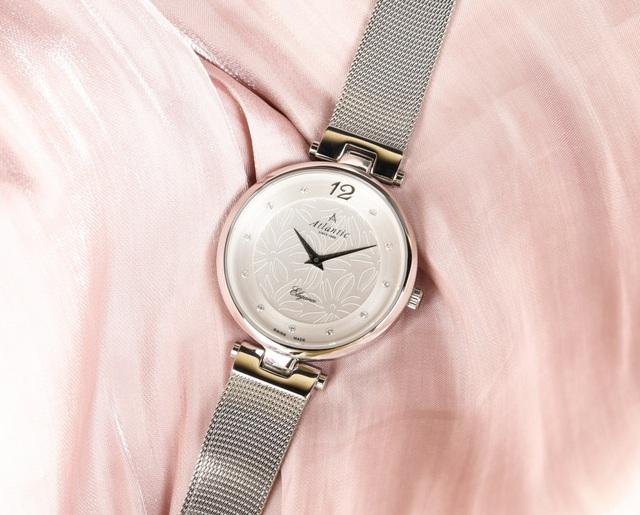 Top những mẫu đồng hồ nữ đẹp nhất dành cho các nàng ngày 20/10 - Ảnh 4.