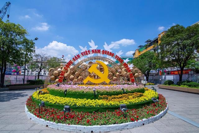 Đường hoa Nguyễn Huệ nhận cơn mưa lời khen với lối thiết kế độc đáo - Ảnh 3.