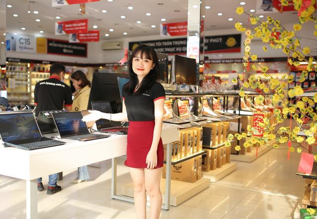 FPT Shop mạnh tay giảm giá hàng loạt laptop, giao hàng tận nhà giữa dịch Covid-19 - Ảnh 1.