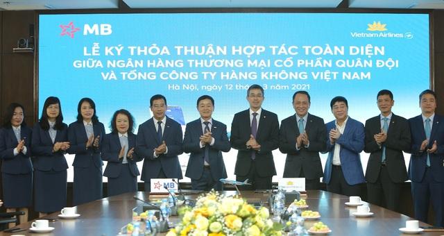 Vietnam Airlines và Ngân hàng Quân đội ký kết thỏa thuận hợp tác toàn diện - Ảnh 3.