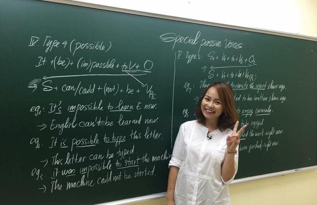 Nữ giáo viên dạy tiếng Anh hết lòng vì sự nghiệp trồng người - Ảnh 1.